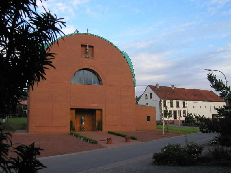 Kath. Filialkirche Maria Königin
